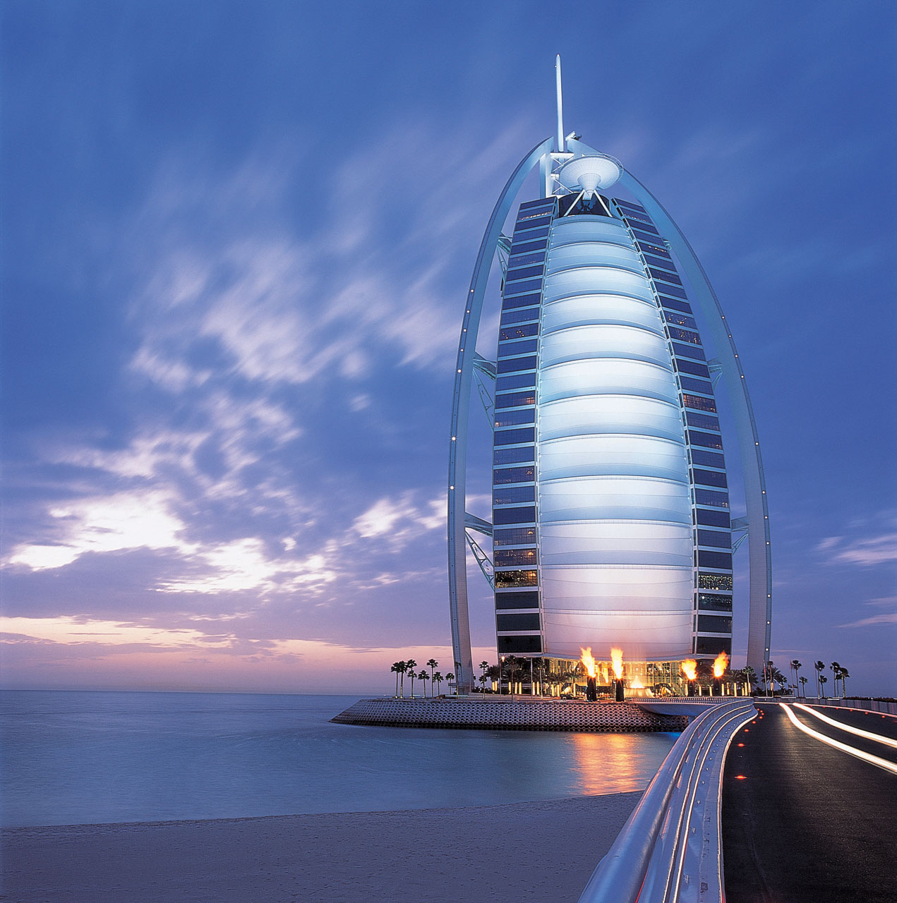 Burj4 570x575 Worlds Tallest Hotel Brings Luxury To New Heights