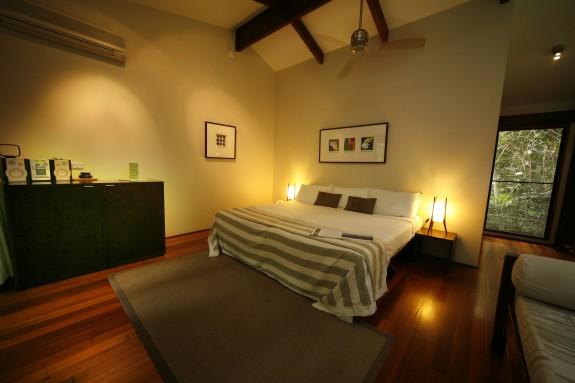 dain2 575x383 Luxury and Aborigines in the Australian Jungle