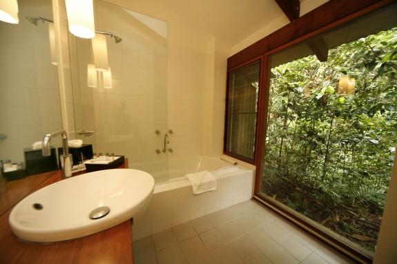 dain3 575x383 Luxury and Aborigines in the Australian Jungle
