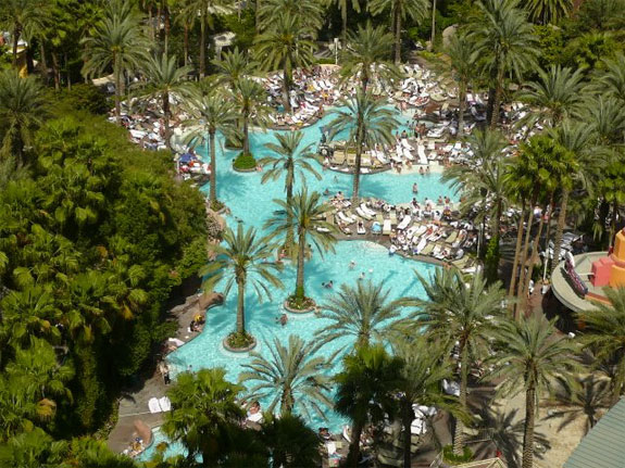 flamingo pool2 The Seven Wonders <br>of Las Vegas Pools