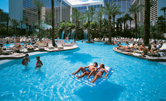 flamingo pool3 The Seven Wonders <br>of Las Vegas Pools