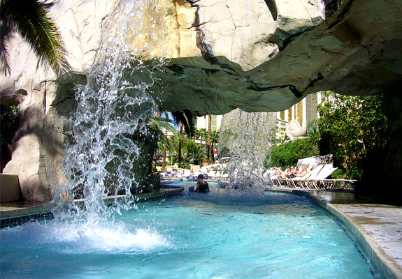 mandalay bay pool3 The Seven Wonders <br>of Las Vegas Pools