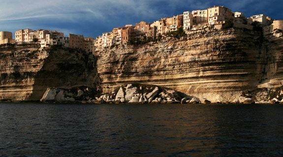 bon 1 5 Amazing Towns on Perilous Cliff Sides