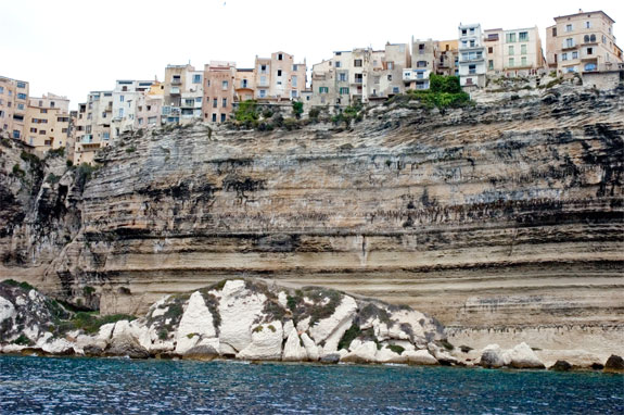 bon 3 5 Amazing Towns on Perilous Cliff Sides