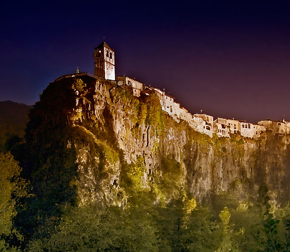 castellfollit 3 5 Amazing Towns on Perilous Cliff Sides