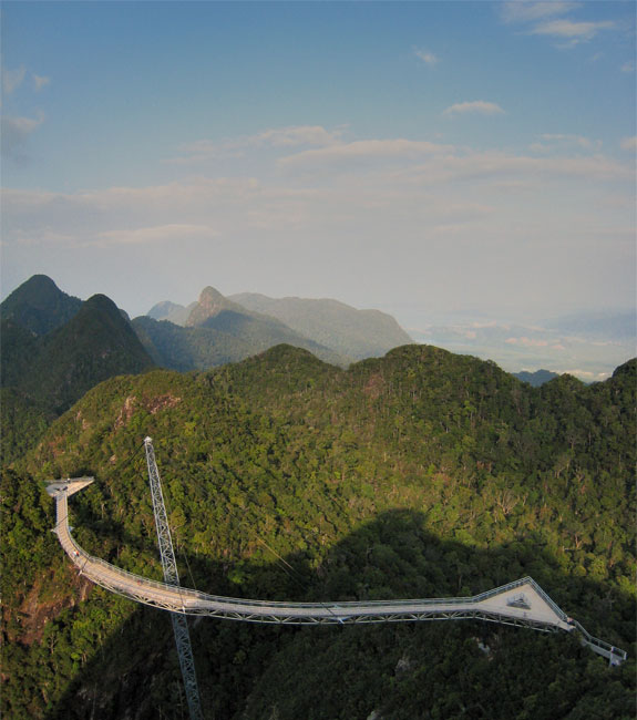langkawi skybridge 1 The Worlds Longest Pedestrian Bridge, Kind Of