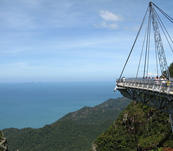 langkawi skybridge 3 The Worlds Longest Pedestrian Bridge, Kind Of