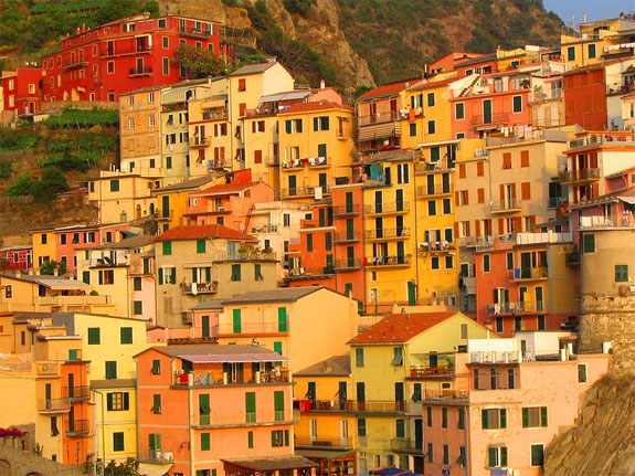 manarola 2 5 Amazing Towns on Perilous Cliff Sides