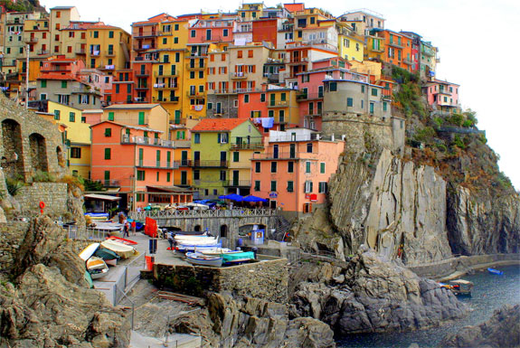 manarola 5 Amazing Towns on Perilous Cliff Sides