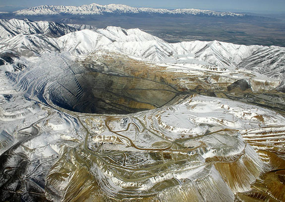 bingham canyon 1 7 Amazing Circular Geological Oddities