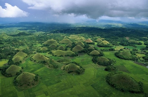 chocolate hills philippines travel 575x377 A Visit to the Chocolate Hills