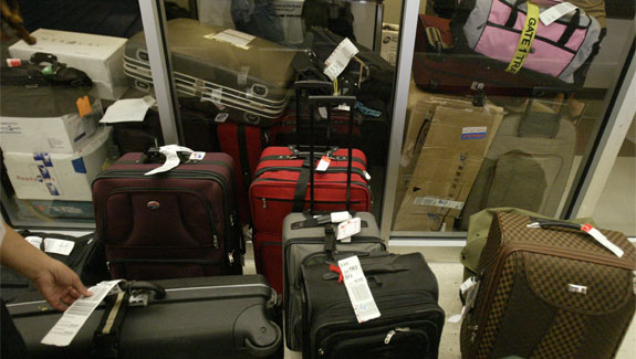 find lost luggage 7 Items for Reducing <br>Air Travel Frustration