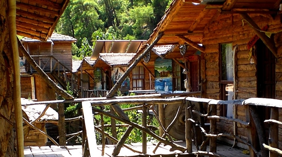 new kadir hostel turkey review Stay in an Eclectic, Inexpensive Mediterranean Treehouse