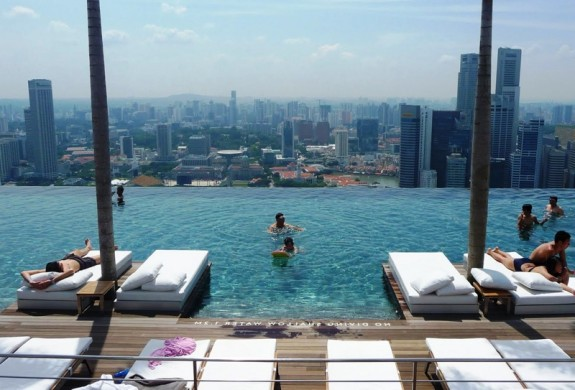marina sands pool fb1 575x390 Sky High Swimming