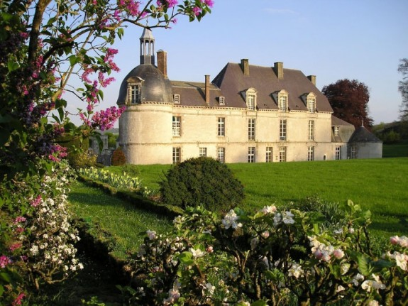 chateau etoges 1 575x431 Lodge Luxuriously Like King Louis