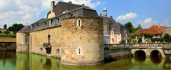 chateau etoges 2 Lodge Luxuriously Like King Louis