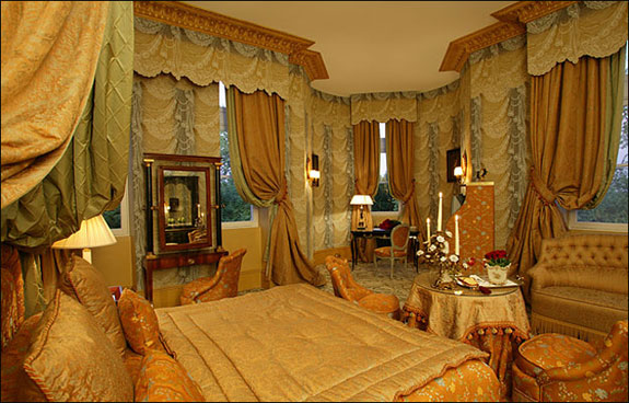 chateau mirambeau 1 Lodge Luxuriously Like King Louis
