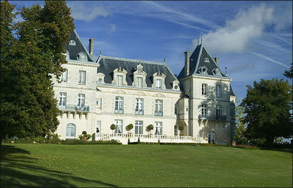 chateau mirambeau 2 Lodge Luxuriously Like King Louis