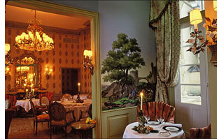 chateau mirambeau s Lodge Luxuriously Like King Louis