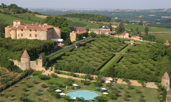 chateaude de bagnols 1 Lodge Luxuriously Like King Louis