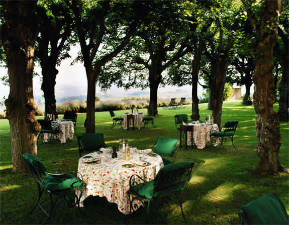 chateaude de bagnols 3 Lodge Luxuriously Like King Louis