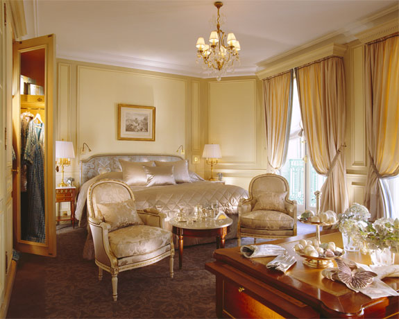 hotel crillon paris 2 Lodge Luxuriously Like King Louis