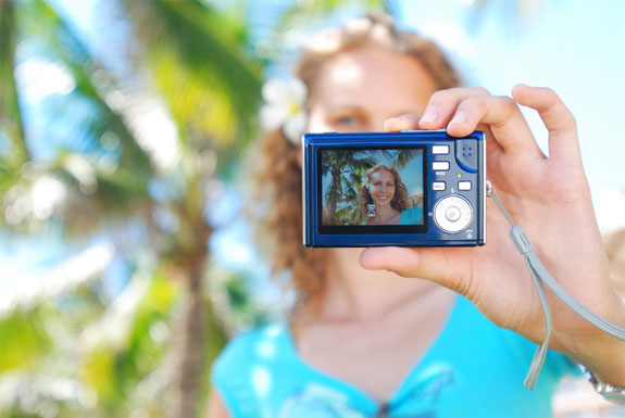 3 Cool Ways To Share Photos WHILE You Travel