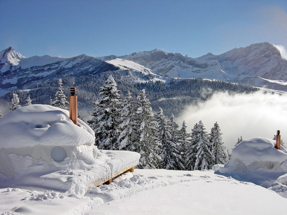 whitepod resort eco 1 575x431 The Ski Resort That Disappears Every Year