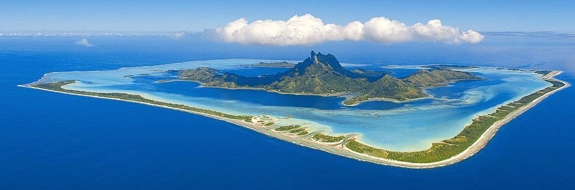 bora bora overview A Comparison of Bora Boras Outstandingly Cool Looking Resorts