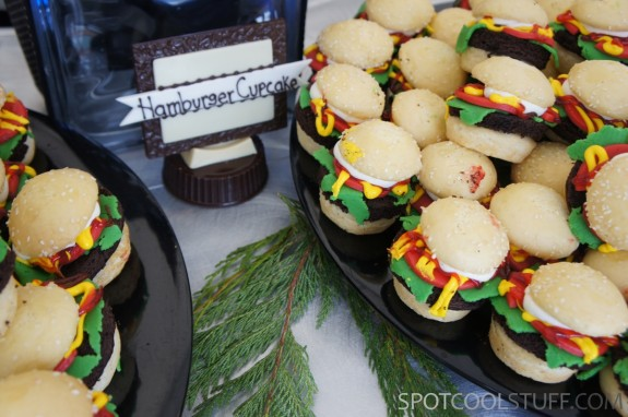 hamburger cupcakes 1 575x382 At Keystone TBEX 2012, <br>Dessert Looks Like Regular Food