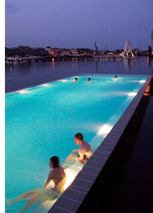 berlin spree river floating pool 2 Badeschiff: Berlins Floating Pool
