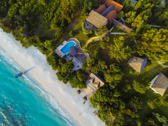 manta resort pemba 1 575x431 Total Luxury Half Underneath the Indian Ocean