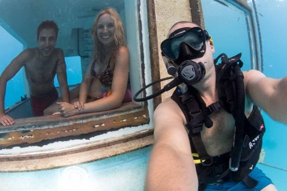 underwater selfie 575x383 Total Luxury Half Underneath the Indian Ocean